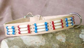 mit Perlen verziertes Hundehalsband