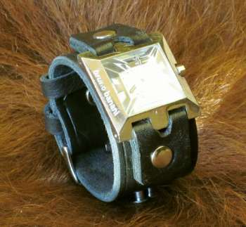 Uhr auf Lederband
